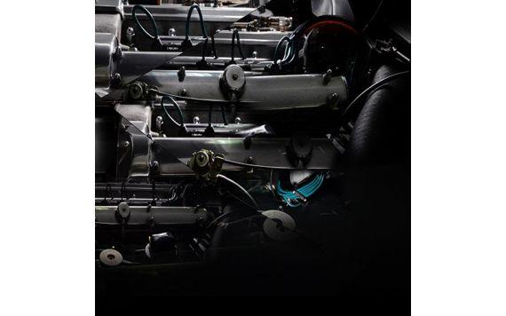 Photographie contemporaine Aston Martin DB5 signée